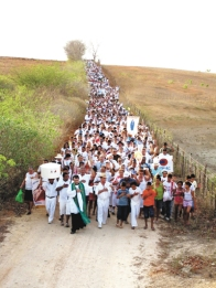 "Every year in the interior of Ceará, the ""Drought Walk"" (Caminhada da Seca) pays tribute to migrants who fled the drought of 1932."
