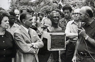 "In 1972, Maringá mayor José Valente dedicated a bust to Joubert de Carvalho, with the inscription, ""City that was born of a song."""