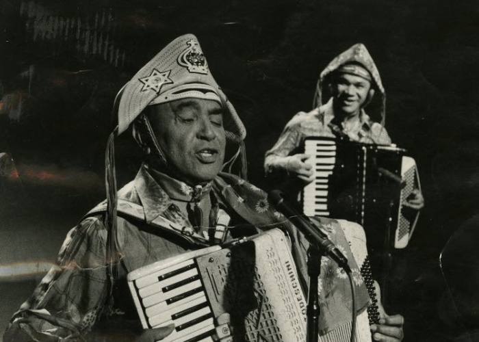 Luiz Gonzaga, foreground, playing with Dominguinhos.