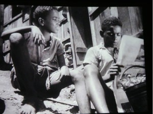 Two of the boys from the favela followed in the film Rio, 40 Graus.