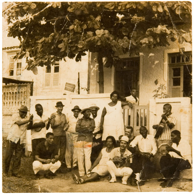 "Monarco's ""Portela of days of yore"": Pictured, Lonato (standing with Pandeiro), Monarco (crouching), Casquinha, Manaceia, Alcides Malandro,and others."