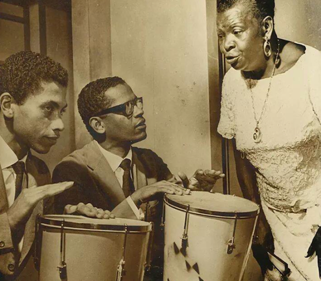 1966: Paulinho da Viola and Elton Medeiros practice with Clementina de Jesus for their show in Dakar, Senegal, at the first World Festival of Black Arts. Paulinho recalls he and Elton only played atabaque - no guitar or cavaquinho - and that the show was a huge success.