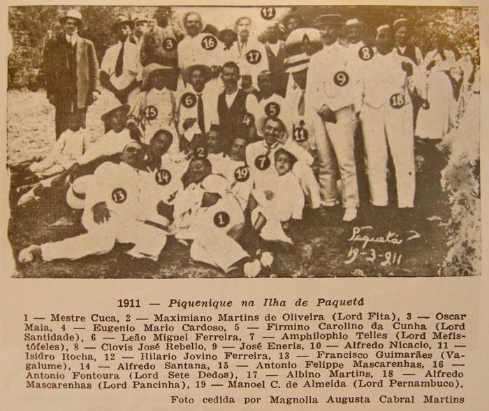 """Ameno Resedá picnic in Paquetá, 1911. Image via """"Ameno Resedá: o rancho que foi escola"""" by Jota Efegê."""
