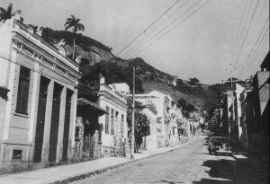 Rua Santo Amaro in 1956. The road links the Rio neighborhoods of Glória and Santa Teresa. This photo is around No. 124 on street.