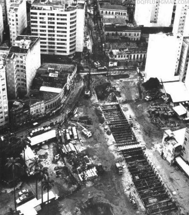 Metro construction on R. do Catete, 1977.
