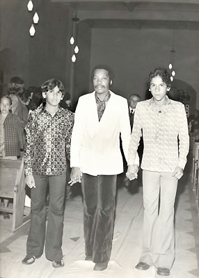 Milton Nascimento in the middle and Telo Borges at right in Belo Horizonte in 1973, celebrating 35 years of marriage for the Borges's parents.