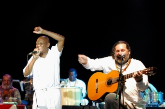 Luiz Carlos da Vila performing with Moacyr Luz.