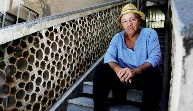 Roque Ferreira has over 400 songs recorded by renowned samba singers including Martinho da Vila, Beth Carvalho, Zeca Pagodinho, Alcione, Roberto Ribeiro,  João Nogueira, and Maria Bethânia.